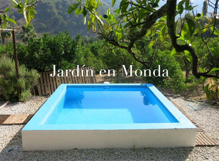 Un jard n con alberca en el campo de monda m laga for Albercas para jardin
